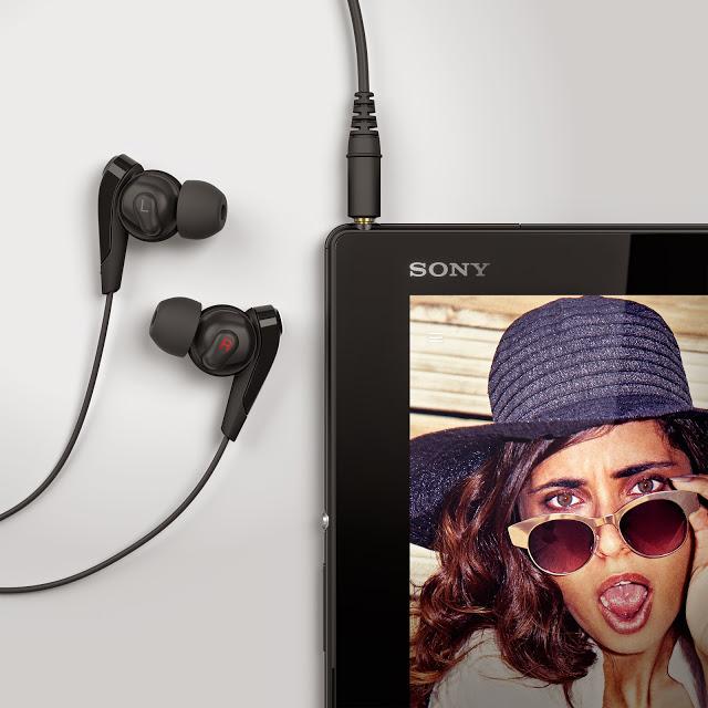 07_Xperia_Z4_Tablet_Black_Headphones