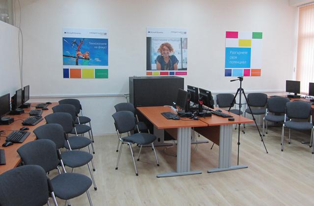 Microsoft и Intelligent Systems откриха специализирана лаборатория за бизнес софтуер в Професионална гимназия по компютърни технологии и системи, гр. Правец