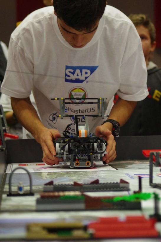 DisasterUS ще представя България на финалите на международното състезание по роботика с Lego
