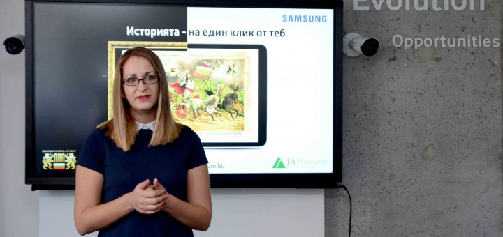 """Първите за България дигитални уроци със съдържание от Държавния архив """"влизат"""" в училище"""