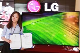 Извитият OLED телевизор на LG получи три международни еко сертификата