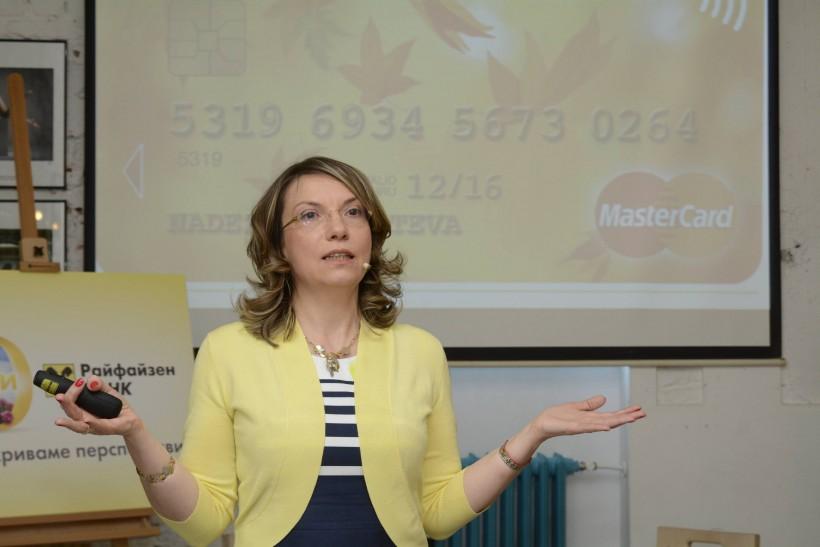 Mariela_Atanasova_Raiffeisenbank_Contactless_cards