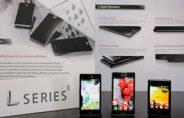 Потребителското изживяване е подсилено от IPS дисплей с висока резолюция и удължен живот на батерията в Optimus L SeriesII.