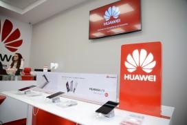 """Центърът за обслужване на клиенти на Huawei започва да предлага услуга за лазерно гравиране на смартфоните и безплатна куриерска услуга от """"врата до врата"""""""