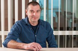 """Цветан Алексиев, изпълнителен директор на """"Сирма Груп Холдинг"""", е носител на приза """"Мистър и Мисис Икономика"""" 2015 в категория """"ИКТ, аутсорсинг, бизнес услуги"""""""