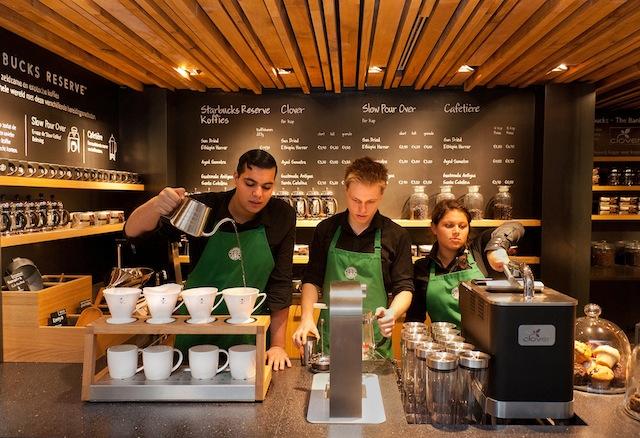 Почти всички мобилни плащания в САЩ са в Starbucks