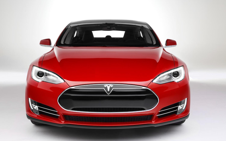 Tesla протяга ръка към мобилните технологии